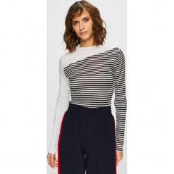 Review - Bluzka. Szare bluzki z odkrytymi ramionami marki Review, l, z tkaniny, z okrągłym kołnierzem. Za 119,90 zł.