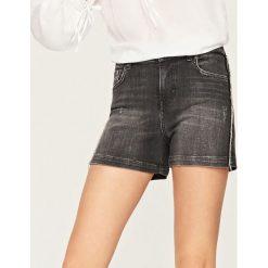 Bermudy damskie: Jeansowe szorty z frędzlami – Czarny