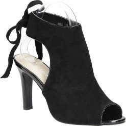 Czarne sandały na obcasie z kokardą Sergio Leone 1493. Czarne sandały damskie marki Sergio Leone. Za 89,99 zł.