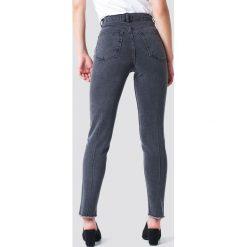 NA-KD Jeansy slim z wysokim stanem - Grey. Szare jeansy damskie slim NA-KD, z podwyższonym stanem. Za 202,95 zł.