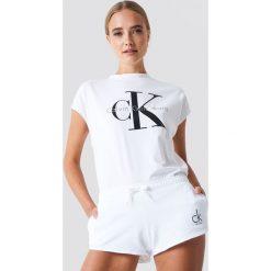 Calvin Klein Szorty Beach Runner - White. Białe bermudy damskie Calvin Klein, z nadrukiem. Za 202,95 zł.