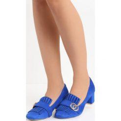 Niebieskie Czółenka Nigella. Niebieskie buty ślubne damskie Born2be, z aplikacjami, ze skóry, na niskim obcasie, na słupku. Za 59,99 zł.