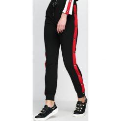 Spodnie dresowe damskie: Czarno-Czerwone Spodnie Dresowe Nowadays