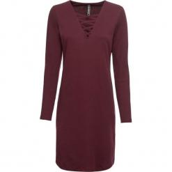 Sukienka shirtowa ze sznurowaniem bonprix czerwony klonowy. Czerwone sukienki z falbanami bonprix, ze sznurowanym dekoltem. Za 69,99 zł.
