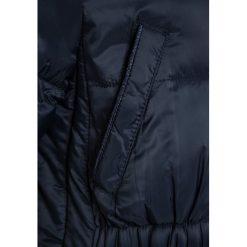 IKKS OH MY CAPTAIN2DONS Płaszcz zimowy navy. Niebieskie kurtki chłopięce marki IKKS, na zimę, z materiału. W wyprzedaży za 377,30 zł.