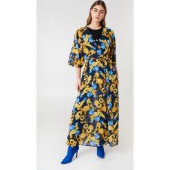 NA-KD Boho Szyfonowa sukienka płaszczowa - Blue,Multicolor,Yellow. Niebieskie długie sukienki marki NA-KD Boho, na imprezę, w koronkowe wzory, z koronki, boho, na ramiączkach. Za 60,95 zł.