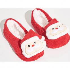 Kapcie świąteczne - Czerwony. Czerwone kapcie damskie Sinsay. Za 24,99 zł.