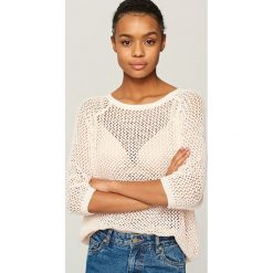 Swetry klasyczne damskie: Ażurowy sweter - Różowy