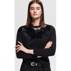 Bluza z aplikacją - Czarny. Czarne bluzy damskie marki Reserved, l, z aplikacjami. Za 89,99 zł.