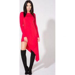 Czerwona Sukienka Asymetryczna Dzianinowa z Długim Rękawem. Czerwone sukienki asymetryczne Molly.pl, l, z dresówki, z asymetrycznym kołnierzem, z długim rękawem. Za 139,90 zł.