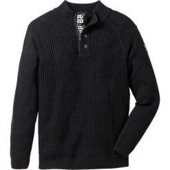Sweter ze stójką Regular Fit bonprix czarny. Czarne golfy męskie marki bonprix, l, z nadrukiem. Za 79,99 zł.
