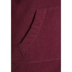 Abercrombie & Fitch ICON Kurtka przejściowa burgundy. Czerwone kurtki chłopięce przejściowe Abercrombie & Fitch, z bawełny. W wyprzedaży za 231,20 zł.