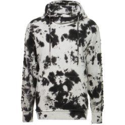 Tigha PERK Bluza z kapturem white/black. Białe kardigany męskie Tigha, m, z bawełny, z kapturem. W wyprzedaży za 356,30 zł.