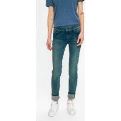 Mustang - Jeansy Jasmin. Niebieskie jeansy damskie marki Mustang, z aplikacjami, z bawełny. Za 339,90 zł.