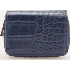 359c34aa7d124 Portfel ze zwierzęcym motywem - Granatowy. Niebieskie portfele damskie  marki Reserved, bez wzorów.