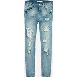 Name it - Jeansy dziecięce Polly 128-164 cm. Czerwone jeansy dziewczęce marki Name it, l, z nadrukiem, z bawełny, z okrągłym kołnierzem. W wyprzedaży za 119,90 zł.