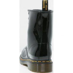 Dr. Martens 1460 8 EYE BOOT LAMPER Botki sznurowane black. Czarne botki damskie skórzane Dr. Martens, na wysokim obcasie, na sznurówki. Za 589,00 zł.