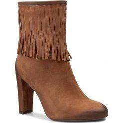 Botki CARINII - B3278 Samuel 1461/Oc Filc. Brązowe buty zimowe damskie Carinii, z nubiku, na obcasie. W wyprzedaży za 209,00 zł.