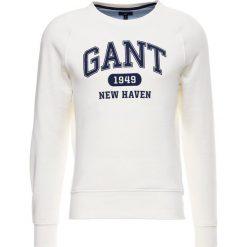 GANT THE SUMMER LOGO CNECK Bluza eggshell. Białe bluzy męskie GANT, m, z bawełny. W wyprzedaży za 377,10 zł.