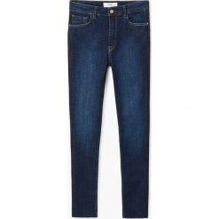 Mango - Jeansy Soho. Niebieskie jeansy damskie rurki marki Mango, z podwyższonym stanem. W wyprzedaży za 99,90 zł.