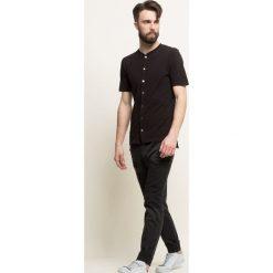 Guess Jeans - Jeansy. Szare jeansy męskie slim marki Guess Jeans, l, z aplikacjami, z bawełny. W wyprzedaży za 259,90 zł.