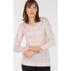 Swetry klasyczne damskie: Sweter z połyskującym printem
