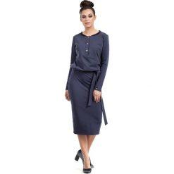 Niebieska Sukienka Midi Zapinana na Napy. Niebieskie sukienki dzianinowe marki Molly.pl, na co dzień, l, z długim rękawem, midi, dopasowane. Za 135,90 zł.