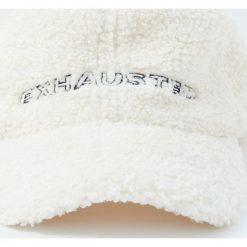 Czapka ze sztucznego baranka z napisem. Szare czapki z daszkiem męskie Pull&Bear. Za 59,90 zł.