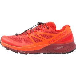 Salomon SENSE RIDE  Obuwie do biegania Szlak fiery red/scarlet ibis/red dalhia. Czerwone buty do biegania męskie marki Salomon, z gumy. W wyprzedaży za 471,20 zł.