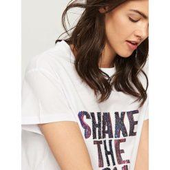 T-shirty damskie: T-shirt z cekinami – Biały