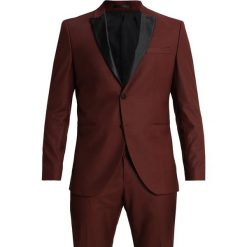 Selected Homme SLHONE PEAKBUCK TUX SUIT REGULAR FIT Garnitur rum raisin. Czerwone garnitury Selected Homme, z elastanu. W wyprzedaży za 499,85 zł.