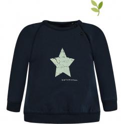 Bluza w kolorze granatowym. Niebieskie bluzy chłopięce marki bellybutton, z nadrukiem, z bawełny. W wyprzedaży za 42,95 zł.