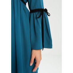 Sukienki hiszpanki: Lost Ink Petite GEORGETTE FIT AND FLARE Sukienka koszulowa blue