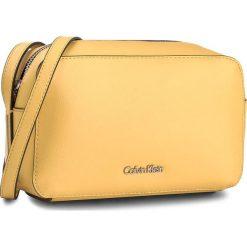 Torebka CALVIN KLEIN BLACK LABEL - Frame Camera Bag K60K603980 703. Czarne listonoszki damskie marki Calvin Klein Black Label, z materiału. Za 399,00 zł.