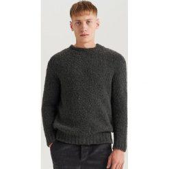 Sweter z domieszką wełny ReDesign - Szary. Szare swetry klasyczne męskie marki Reserved, l, z wełny. Za 159,99 zł.