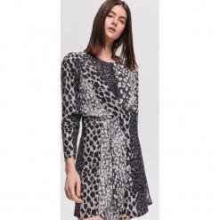 Sukienka ze zwierzęcym motywem - Kremowy. Białe sukienki marki Reserved, z motywem zwierzęcym. Za 159,99 zł.
