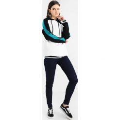 Bluzy damskie: TWINTIP Bluza z kapturem white