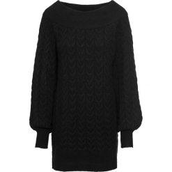 """Długi sweter z dekoltem """"carmen"""" bonprix czarny. Niebieskie swetry klasyczne damskie marki bonprix, na lato, w kwiaty, z asymetrycznym kołnierzem. Za 99,99 zł."""
