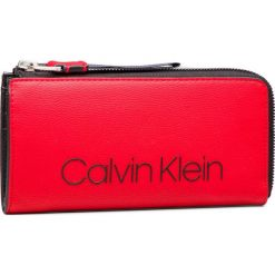 Duży Portfel Damski CALVIN KLEIN - Collegic Large Zipar K60K604502 626. Czerwone portfele damskie marki Calvin Klein, ze skóry ekologicznej. Za 279,00 zł.