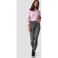 Spodnie damskie: NA-KD Jeansy Skinny High Waist Raw Hem - Grey