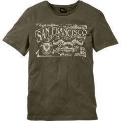 T-shirt z nadrukiem bonprix ciemnooliwkowy. Zielone t-shirty męskie z nadrukiem marki QUECHUA, m, z elastanu. Za 34,99 zł.