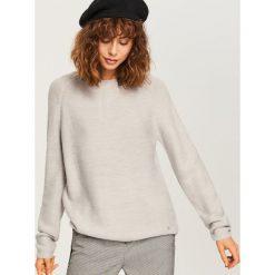 Sweter - Jasny szar. Szare swetry klasyczne damskie marki Molly.pl, na co dzień, s, z dzianiny, z golfem, z długim rękawem. W wyprzedaży za 34,99 zł.
