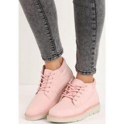 Różowe Traperki Great Deal. Czerwone buty zimowe damskie Born2be, z okrągłym noskiem, na niskim obcasie. Za 89,99 zł.