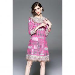 Sukienka w kolorze różowym. Czerwone sukienki mini marki Zeraco, z dekoltem na plecach. W wyprzedaży za 339,95 zł.