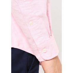 Polo Ralph Lauren CORE FIT Koszula pink. Szare koszule męskie marki Polo Ralph Lauren, l, z bawełny, button down, z długim rękawem. Za 439,00 zł.