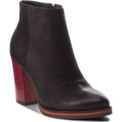 Botki CARINII - B4668/C 360-000-POL-B77. Czarne buty zimowe damskie Carinii, z nubiku. W wyprzedaży za 269,00 zł.