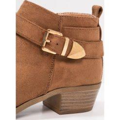 New Look 915 Generation CAST Botki tan. Brązowe buty zimowe damskie New Look 915 Generation, z materiału. Za 129,00 zł.