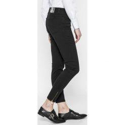 Trussardi Jeans - Jeansy 105. Niebieskie jeansy damskie marki House, z jeansu. W wyprzedaży za 479,90 zł.
