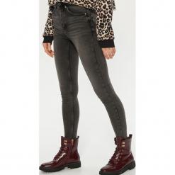 Jeansy high waist - Szary. Szare spodnie z wysokim stanem marki Cropp, z jeansu. Za 119,99 zł.