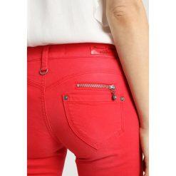 Freeman T. Porter ALEXA CROPPED MAGIC Jeans Skinny Fit molten lava. Czerwone rurki damskie Freeman T. Porter, z bawełny. Za 379,00 zł.
